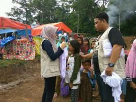 1.000 Jilbab untuk Para Pengungsi Dampak Tsunami