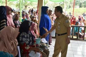 1.068 Warga Kecamatan Way Tuba TerimaKartu Keluarga Sejahtera