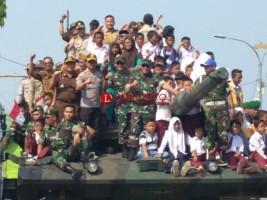 12 Senjata Utama TNI AD Dipamerkan di Tugu Pepadun