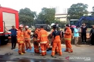 13 Damkar Dikerahkan Padamkan Kebakaran Gudang Peluru