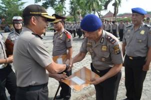 13 Personel Polres Tulangbawang Diganjar Penghargaan