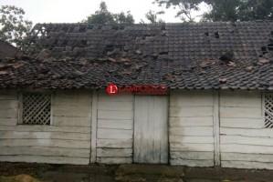 Puting Beliung Sapu Kampung Banjaragung