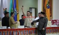 Paripurna Ricuh, Palu Pimpinan DPRD Diambil Alih