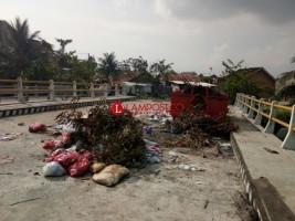 DPRD Pesibar Minta Usut Mubazirnya Pembangunan Jembatan Way Tuok