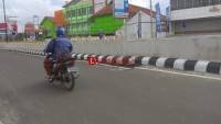 Sisi Jalan Underpass Rusak Bahayakan Pengendara
