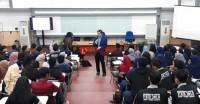 Tingkatkan Wawasan Mahasiswa, FEB Unila Datangkan John I Lee