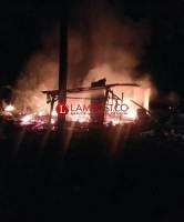 Rumah Tersangka Pembacokan Dibakar Massa