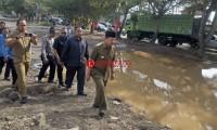 Tinjau Jalan Ryacudu, Herman HN Bantu Perbaiki Jalan Berstatus Provinsi Itu