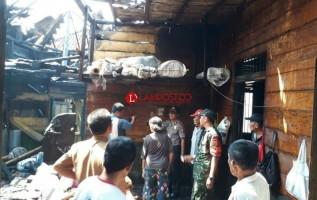 Diduga Korsleting ListrikSatu Rumah di Pringsewu Terbakar