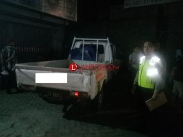 Hilang Kendali, Mobil Pikap Tabrak Dua Penjual Nasi Goreng