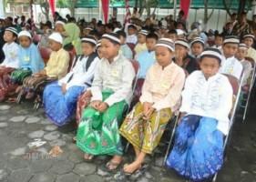 253 Anak Ikuti Sunatan Massal