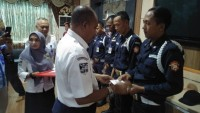 Sembilan Pekerja di ASDP Korban Tsunami Terima Bantuan