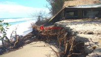 Abrasi Pantai Ancam Jalan Lintas Pantai Barat Mandirisejati