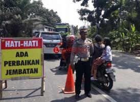 Ada Perbaikan Jembatan Bujungtenuk, Polisi Berlakukan Buka-Tutup