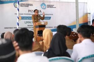 Adipati Buka PKW dan Lepas Peserta Didik Program PKW LPPK Prince Course