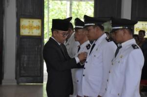 Adipati Lantik Empat Penjabat Kepala Kampung
