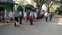 Anggota Polres Lampura Gelar Bersih-bersih Masjid