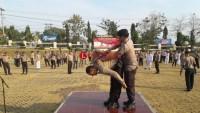 Anggota Polres Lampura Tingkatkan Kemampuan Beladiri Tongkat