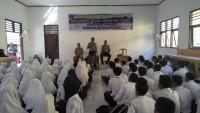 Anggota Polsek Buay Bahuga Isi Kegiatan MOS SMAN 1 Bumiagung dengan Pembinaan dan Penyuluhan