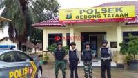 Anggota Polsek dan Koramil Gedong Tataan Patroli Bersama