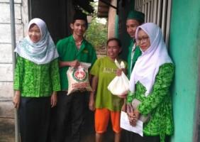 Ansor dan Fatayat NU Tumijajar Salurkan Sembako untuk Warga Kurang Mampu
