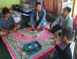 Aparat Desa Palaspasemah Sambangi Keluarga Pemilik Akun Facebook