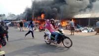 Api Semakin Besar Melalap Sejumlah Kios di Pasar Pulung Kencana