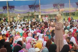 Arinal-Nunik Disambut Warga Saat Ngabuburit di Waway Karya dan Kotabumi
