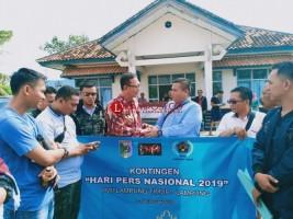 Asisten I Lepas Kontingen PWI Lamtim Hadiri Puncak Peringatan HPN di Surabaya