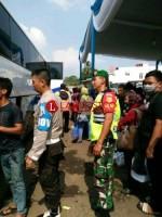 BabinsaDukung Pengamanan Arus Balik Lebaran di Terminal Rajabasa