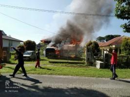 Bangunan Parkir Koperasi KPN Pemkab Lambar Terbakar