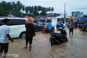 Banjir dan Longsor Terjang Padang Pariaman Telan Korban