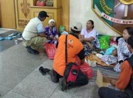 Bantu Pengungsi Tsunami, PKS Bagikan Air Minum dan Bungkus Nasi