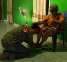 Basuh Kaki Ibu Setiap Jumat, Pemuda Ini Yakin Kesuksesan Ditentukan dari Doa Ibu