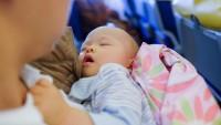 Bayi Mudah Menangis di Pesawat
