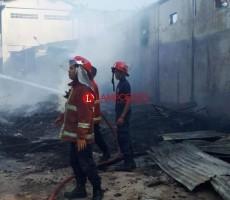 BekasTempat Tinggal Pekerja Pasar SMEP Terbakar