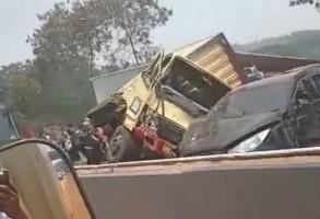 Belasan Mobil Terlibat Kecelakaan di Tol Cipularang, Enam Tewas