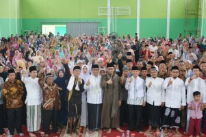 Bersama Gubernur Jabar, Kiai Maman Kembali Bersalawat Satu Jari
