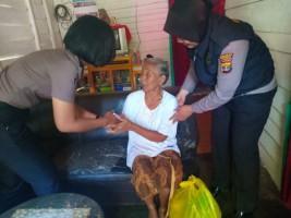 Bhabinkamtibmas dan Polwan Jejama Ghamik Kunjungi Lansia dan Beri Bantuan
