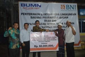 BNI Salurkan Bantuan Pembangunan Masjid di Kagunganrahayu Menggala