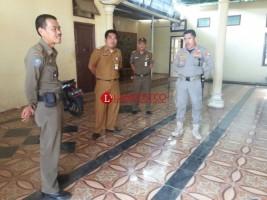 BPKA-Satpol PP Lampura Geledah Rumah Sri Wododo untuk Mengambil Mobil Dinas