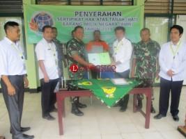 BPN Serahkan Sertifikat Tanah Koramil ke Kodim 0427 Way Kanan