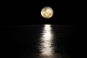 Bulan Menyusut dan Bergetar