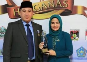 Bupati-Ketua TP PPK Pesawaran Terima Penghargaan dari Puan Maharani