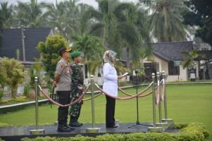 Bupati Lampung Timur Chusnunia Chalim, memimpin Apel Tiga Pilar