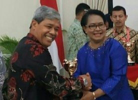 Bupati Lamteng Terima Anugerah Parahita Ekapraya