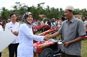 Bupati Lamtim Berharap Bantuan Alsintan Membantu Petani