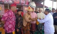 Bupati Loekman Dianugerahi Gelar Penglingsir Dharma Wisesa Wicaksana
