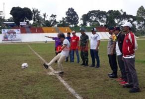 Bupati Parosil Buka Turnamen Bola Pertama di Stadion Bumi Sekala Bekhak