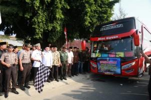 Bupati Pesisir Barat Lepas Keberangkatan 51 Jemaah Calon Haji